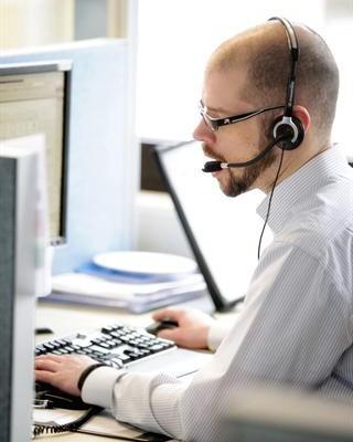 Direktbanken bieten ihre Dienstleistungen über Internet oder Telefon an - das spart Geld. Diese Ersparnis geben viele von ihnen in Form von günstigen Konditionen an die Kunden weiter. - Foto: djd/Süd-West-Kreditbank